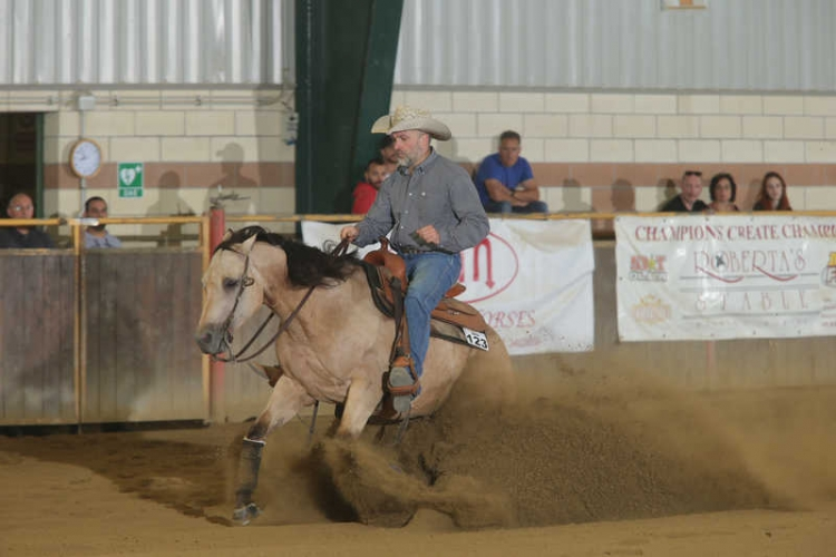 NRHA STEPPING IN JUNE APCR 2018 - DEZZUTTO ALESSANDRO su WIMPYS LITTLE ROO di CISARO MAURO con score 71